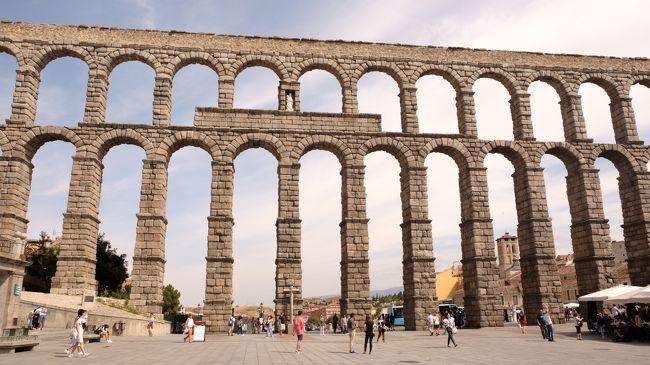 """かの有名なローマ帝国繁栄の最大の理由は、""""水インフラの整備""""と言われています。阿部寛主演で映画化された『テルマエ・ロマエ』でお馴染みの""""大浴場""""も、水の安定供給があってこそです。<br /><br />この卓越した水道技術を、約2000年経った現在でも見ることができる""""ローマの水道橋""""を求め、イタリア・フランス・スペインの三ヶ国を巡ってきました。<br /><br /><br />~行程表~<br />【1日目 9/15(土)】<br />(移 動)福岡空港⇒香港国際空港<br />    <br />【2日目 9/16(日)】<br />(移 動)香港国際空港⇒ローマフィウミチーノ空港<br />(観 光)サンタンジェロ城<br />     サンピエトロ大聖堂<br />     トレヴィの泉<br />     V・エマヌエーレ2世堂<br /><br />【3日目 9/17(月)】<br />(水道橋)クラウディア水道橋<br />(移 動)フィウミチーノ空港⇒マルセイユプロヴァンス空港<br />     マルセイユ空港⇒アヴニョン駅<br /><br />【4日目 9/18(火)】<br />(水道橋)ポン・デュ・ガール<br />(観 光)法王庁広場<br />     サン・ペネゼ橋<br />(移 動)アヴニョン駅⇒カルカソンヌ駅<br /><br />【5日目 9/19(水)】<br />(観 光)歴史的城塞都市カルカソンヌ<br />(移 動)カルカソンヌ駅⇒バルセロナ駅<br /><br />【6日目 9/20(木)】<br />(水道橋)ラス・ファレラス水道橋<br />(観 光)サグラダファミリア<br />     円形競技場<br />(移 動)バルセロナ駅⇔タラゴナ駅<br /><br />【7日目 9/21(金)】<br />(水道橋)セゴビア水道橋<br />(観 光)カテドラル<br />     アルカサル<br />(移 動)バルセロナ駅⇒マドリード駅⇔セゴビア<br /><br />【8日目 9/22(土)】<br />(移 動)マドリードバラハス空港⇒香港国際空港<br /><br />【9日目 9/23(日)】<br />(移 動)香港国際空港⇒福岡空港"""
