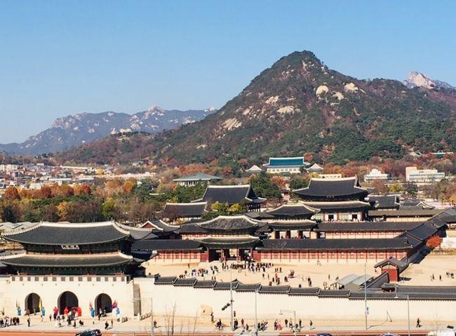 出向先で、同じ時期に役員をしていたおじさん3人でソウルに行ってきました。<br />私以外の2人のおじさんは初の韓国。<br />還暦を過ぎたおじさん3人が、色気なし・カジノもなしのベタな観光でソウル市内を歩き、美味しい食事と美しい秋を感じてきました。<br />なお、私は今回で18回目の訪韓。前回は先月行ったばかりでした。<br /><br />2日目は南大門市場からスタートです。<br /><br /> ①出発・タッカンマリの夕食・ランタンフェスティバル。<br />★②南大門市場・貞洞・西大門・サムゲタン・光化門。<br /> ③景福宮・青瓦台・サムギョプサル。<br /> ④中部乾物市場・武橋洞プゴクッチプ・南山城郭・Nソウルタワー。