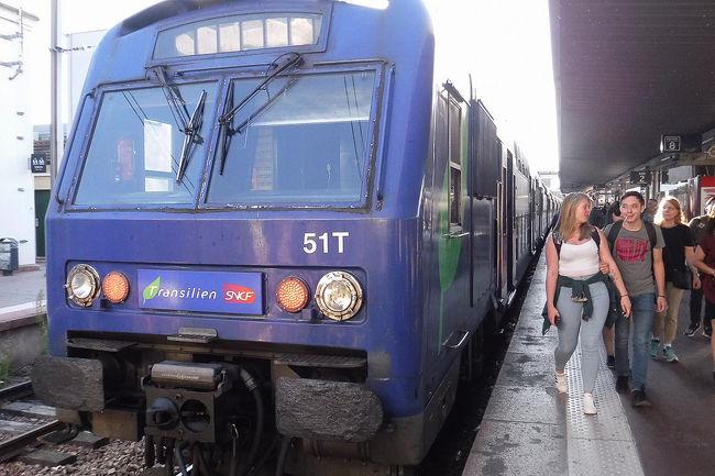 2018年9月12日(水)、フランス4日目。今日はパリを離れベルサイユ宮殿へ行きます。足はRER。<br /><br />前の旅行記・・・ムーラン・ルージュ編<br />https://4travel.jp/travelogue/11422635<br /><br />□9月8日 名古屋から香港<br />□9月9日 香港からパリ、パリ散策<br />□9月10日 ルーブル美術館、エッフェル塔<br />□9月11日 モンマルトル散策、ムーランルージュ<br />■9月12日 ベルサイユ宮殿、凱旋門、シャンゼリゼ通り<br />□9月13日 モンサンミッシェル(泊)<br />□9月14日 モンサンミッシェルからパリ・モンパルナス<br />□9月15日 ルーブル美術館、オルセー美術館、エッフェル塔<br />□9月16日 パリから香港<br />□9月17日 香港から名古屋