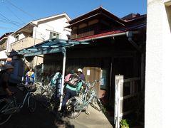 江ノ島駅横の貸自転車店