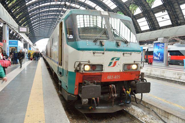 ミュンヘンからミラノへは夜行列車で移動します。<br />当時、この夜行列車に乗るため、色々調べたのですが、全然情報がなく大変でした。というのも、元々ドイツの国鉄DB社にて運営していた ヨーロッパの夜行列車ユーロナイトが廃止され、オーストリアのOBB社が2017の1月からナイトジェットに名前を変え運営し始めたばかりだったんです。それにともない、サイトもリニューアル。<br /><br />直接サイトからチケットを購入する予定だったのですが、サイトがリニューアルしたら、金額の表記の仕方が何か変??<br />某旅行会社に問い合わせたところ2人で252万円。一等席ですからお値段しますとのこと・・・。<br /><br />豪華列車だったらわかるけど、普通の寝台電車なんですけどーーー!!<br />とかいろいろありましたが、無事チケットをゲットし乗れました^^
