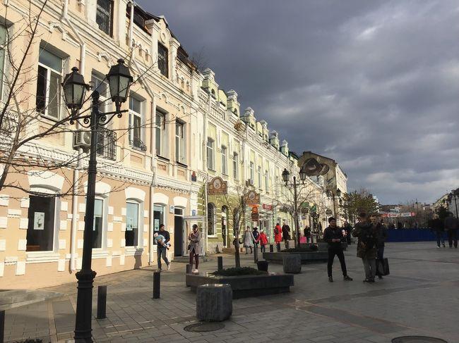 ネットの友人と2泊3日でウラジオストク訪問。極東ロシアの港町を楽しんできました。旅慣れた方々ばかりなので飛行機はバラバラ、同じホテルにしとけばいいでしょ、ということで緩めの現地集合w。<br />飛行機はS7航空を利用。レビューはこちらをご覧ください。 http://4travel.jp/airline/s7_airlines/tips/13371057/<br />短距離なので多くを求めず、直行便で行けてラッキー、くらいのノリがいいと思います。ホテルはジェムチェジュナホテルにて2泊。レビューはこちらでどうぞ。 http://4travel.jp/os_hotel_tips_each-13372767.html<br /><br />初日は移動のみ、ホテルで夕食して終了。翌日は徒歩で市内観光ののち、シーフードにて夕食(最後の晩餐)。最終日はホテルからほとんど動くこともなく昼前に出発、慌ただしいながらも楽しい旅行でした。市内中心部だけであれば2泊でも十分に楽しめる街だと確認できました。いわゆるロケハンでしたw<br /><br />前回の報告はこちら  https://4travel.jp/travelogue/11423616