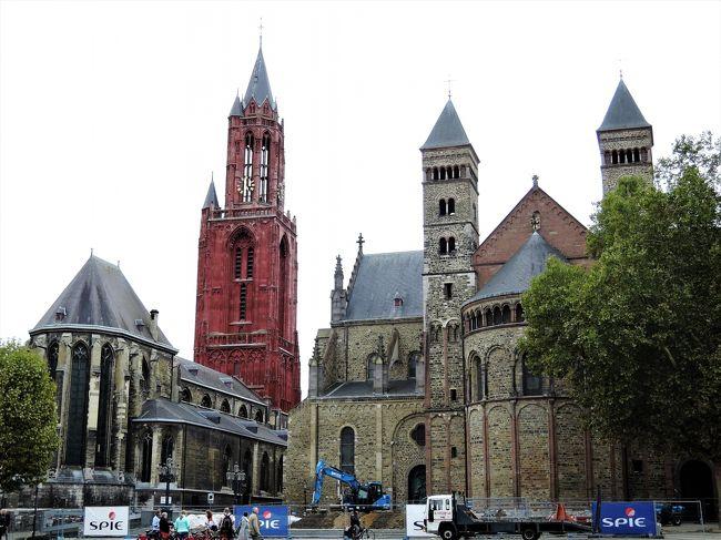 久しぶりのbaba友旅。<br />今回は3人でヨーロッパの小さな美しい村を巡るツアーに参加することに。<br />私は、フランス、ルクセンブルク、ベルギー、オランダの4か国は初めての<br />訪問なので、行く前からワクワク、ソワソワ。<br />【14】では、6日目の最後に訪れたオランダのマーストリヒトについて記載します。<br />ベルギーはどんよりした空模様でしたが、マーストリヒトではだんだん天候が<br />回復し、青空が広がってきました。<br /><br /><br />ツアー日程は以下のとおり。<br /><br />・9月23日(日・1日目)出発 成田発~デュッセルドルフ着(フランクフルト泊)<br />・9月24日(月・2日目)ミッヒェルスタット、ヴァインハイム、ハイデルベルク(シュトットガルト泊)<br />・9月25日(火・3日目)ヘッヒンゲン、トリベルク、ストラスブール(ストラスブール泊)<br />・9月26日(水・4日目)コルマール、リクヴィル、ストラスブール(ストラスブール泊)<br />・9月27日(木・5日目)トリーア、ルクセンブルク(ルクセンブルク泊)<br />・9月28日(金・6日目)デュルビュイ、リエージュ、マーストリヒト(マーストリヒト泊)<br />・9月29日(土・7日目)トールン、ケルン、帰国 デュッセルドルフ発<br />・9月30日(日・8日目)成田着 帰国