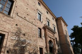 美しき南イタリア旅行♪ Vol.565(第20日)☆ロレート・アプルティーノ古城ホテルCastello Chiolaを眺めて♪