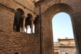 美しき南イタリア旅行♪ Vol.567(第20日)☆美しきロレート・アプルティーノ旧市街 美しい城門♪