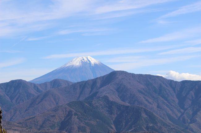 身延山、久遠寺<br /><br />鎌倉時代に日蓮聖人によって開かれ日蓮宗の総本山<br /><br /><br /><br />今回は、家族と出かけたので電車利用ではなく自動車!!<br /><br />東名高速からの富士山が綺麗でした。<br /><br />表紙の写真は、身延山山頂展望台からの富士山<br /><br /><br />
