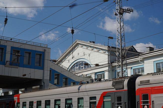 シベリア鉄道でロシア横断<br /><br />ロシア号(002Щ)でモスクワからイルクーツクへ<br />イルクーツクで下車後、イルクーツク、バイカル湖畔を散策。<br />イルクーツクからウラジオストクまで008Н列車(ノヴォシビルスク発ウラジオストク行)で移動。<br /><br />列車の乗車券は&quot;russiantrains.com&quot;というサイトで購入。<br />両列車とも3等車両を予約。<br />モスクワ→イルクーツク: 14,212Руб<br />イルクーツク→ウラジオストク: 8,321Руб<br />合計: 22,533Руб(≒\38,300、手数料込)<br /><br />乗車券はeチケット、PDF形式でメールで受け取り。<br />特に手続きをすることなく、パスポートと印刷したeチケットの提示で乗車できた。<br /><br />