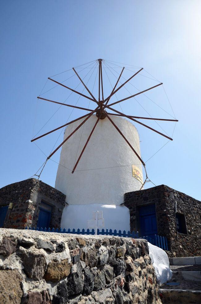 サントリーニ島には写真の題材になる光景、風景が多く市街を散策していてもネタ切れになる心配がありません。<br />イア要塞の先に三つの風車とフィラにも風車があります。<br />ミコノス島のアノ・ミリの風車は余りにも有名で観光スポットになっていますがサントリーニ島についてはあまり知られていないので記録として紹介します。<br />(旅行記ランキングは無意味だと思っていますので投票はしないで下さい。<br />投票されてもお礼の訪問、投票は一切致しません)<br />