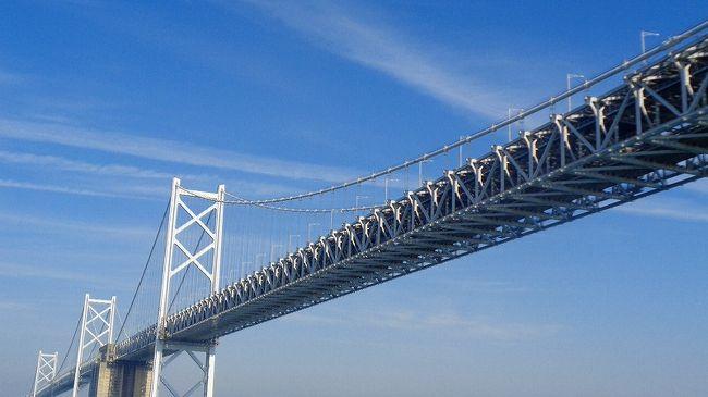 続けて、瀬戸内海のクルーズの続きて、11時頃瀬戸大橋くぐり昼食するまでです。<br /><br />写真は、瀬戸大橋の下を通過する直前の風景です。