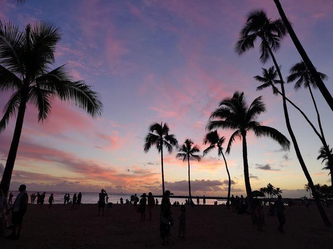 今年(2018年)1月に還暦を迎えたのを機にヒルトン・グランド・バケーションのオーナーになりました。<br />購入したのはハワイのザ・グランド・アイランダーです。<br />(今回泊まったのはラグーンタワーです)<br />せっかくなので10月に誕生日を迎えた嫁さんの還暦祝いを兼ねて、初めてヒルトン・グランド・バケーションを利用してハワイ旅行をすることにしました。<br />ハワイには過去6回程行っていますが、今回の渡ハは実に25年振りです。<br />還暦夫婦ののんびりハワイの旅がテーマです。<br /><br />HGV購入の手続きが完了して予約が出来るようになったのが2月頃でした。<br />早速HGVの部屋の確保とJAL国際線特典航空券の調整作業を並行しながら日程調整し、下記の予定でおさえることが出来ました。<br />11月14日 関西国際空港 20:30発 JAL8792<br />   14日 ダニエル・K・イノウエ空港 9:00着<br />宿泊 ラグーンタワー・バイ・ヒルトン・グランド・バケーションズ・クラブ<br />11月20日 ダニエル・K・イノウエ空港 11:10発 JAL8791<br />   21日 関西国際空港 15:50着