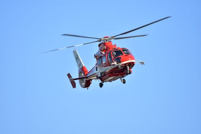 神奈川県では10年ぶり2回目の開催となった平成30年度緊急消防援助隊関東ブロック合同訓練のうち、市街地空中消火訓練の様子です。<br />