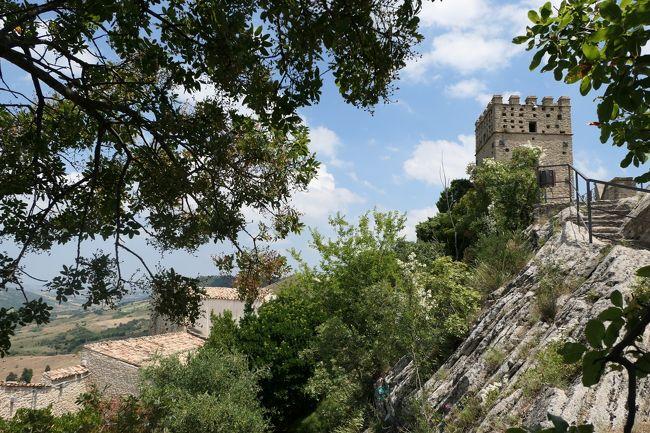 美しき南イタリア旅行♪ Vol.643(第21日)☆Roccascalegna:美しき古城「ロッカスカレーニャ城」から教会を眺めて♪