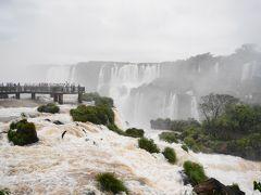 イグアスの滝 アルゼンチン側国立公園とブラジル側国立公園
