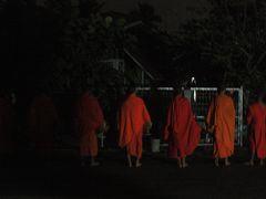 古の都ルアンパバーンでのんびりと 6 リアルな托鉢を体験