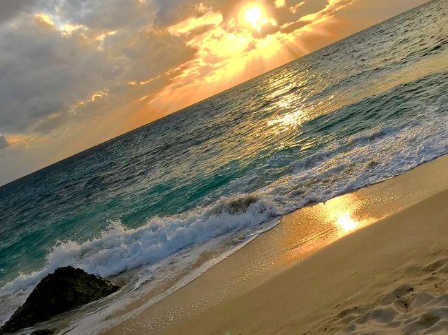 この時期、最高にクリアな海の中が見たくて <br />毎年、欠かせなくなってしまった冬の島旅。。。<br />しかし、南の島とはいえ、寒さ増す中、海中へ同行してくれる友人を探すのは<br /> 毎年、一苦労 <br />ところが、今年は夏の多良間メンバーと伊良部大好きメンバーも一緒に<br />夏の終わりから計画し、女子5人で、冬の島を満喫してきました。<br /><br />メンバーは,夏の多良間から本格的にスキンダイバーを目指したい<br />☆☆虎キチお岩さんこと(虎ちゃん)<br />☆@ヨッシー<br /><br />私の旅に欠かせないメンバー、今年も島への渡航数は私の知る限り最高の<br />☆ririkoさん<br />☆akiちゃん<br /><br />カレンダーを見ると、タイミング良く 満月/大潮<br />大潮の干潮時に現れる 幻のビーチ 天国の海が見られる下地島17END<br /><br />メンバー全員で、癒されてきました。