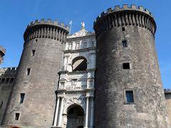ナポリの歴史地区を観光