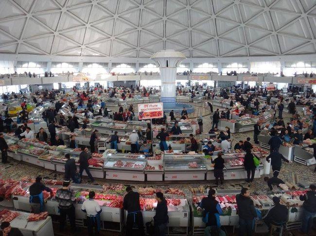 仕事で10日間ほどウズベキスタン・タシケントへ行ってきました。<br />ほとんど仕事で終わったけれど、ウズベキスタンでの食事や休日の市内視察を中心にまとめていきます。<br /><br />ウズベキスタンには独裁国家特有の微妙な空気が流れていたけれども、基本的にみんな親切で何不自由なく生活できました。<br />次回はタシケント以外の街にも行ってみたいですね。