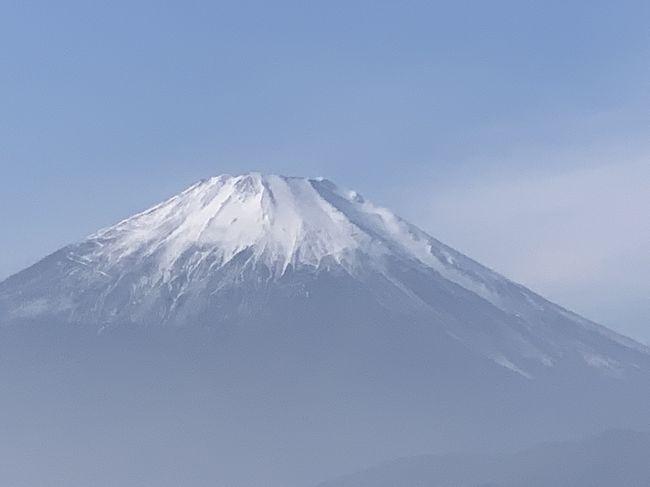 今日は、小田急のんびりハイク&ウォークに参加しました。新松田駅からバスで、大野山登山口まで乗って、大野山山頂でお昼を食べて、谷峨駅まで降りて、新松田駅までバスに乗って帰りました。天気が良かったので、気持ちよくハイキングが出来、最高の富士山に感動したとってもいい一日でした。