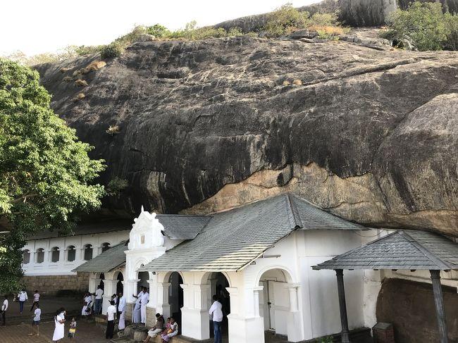 石窟寺院へ<br /><br />https://goronekone.blogspot.com/2018/12/dambulla-cave-temple.html