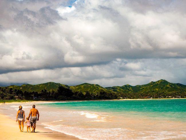 """個人的な今年の目標が、""""海外旅行に行く""""<br />なので、人生初の海外旅行に行ってきました。<br /><br />ハワイは1番行きたかった場所ではないのですが、ハワイなら初めてでも簡単な方かなと思い、ハワイにしました。<br /><br />それでも初海外でいろいろ心配なので、<br />JTBのパックツアーで行くことにしました。<br />トロリーも乗り放題だし、日本語も通じるし。<br />ただやはり高いですね。<br />1人追加料金もかかって、20万ちょいしました<br /><br />国内ひとり旅は何度もあるけど、<br />初の海外旅行もひとりで行ってきました。<br />英語も全く出来ないですが、<br />楽しい旅行でした。"""