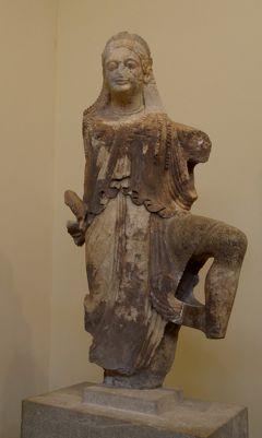2018.8ギリシアザキントス島,ペロポネソス半島ドライブ旅行39-デルフィ博物館1 シフノス人の宝庫破風やスフィンクス,ニケの神像など