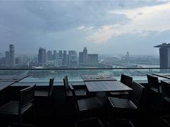 土砂降りだけど熟女2人は超高層でクラフトビール♪オフィス街のホーカーセンターでサテーも 懲りずにシンガポール2018年9月の旅3-2