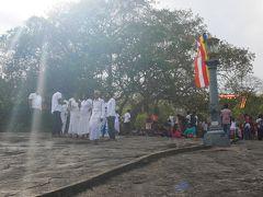 スリランカでアーユルヴェーダ1 ポヤデーのダンブッラへ