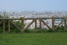 2018秋、沖縄の名城巡り(13/16):9月20日(8):浦添城(2):観音像、ディーグガマ、ハクソー・リッジ、岩盤の上の城壁