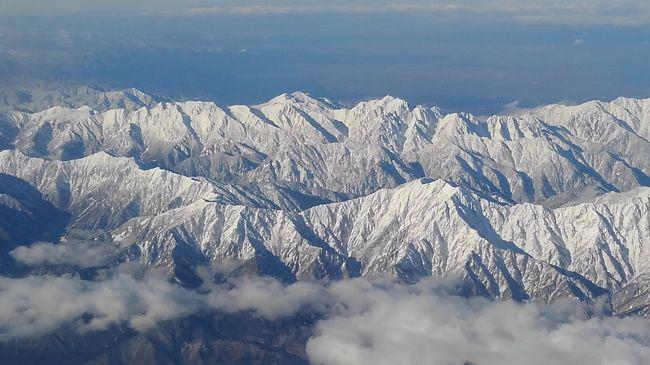2018.12.13 羽田から能登に<br />向かう上空からの中部山岳を<br />撮影する。