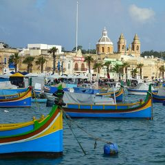 地中海の風に吹かれて…マルタとチュニジアの旅【4】(雨のヴィットリオーザと日曜市で賑わうマルサシュロック編/マルタ)