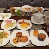 新宿『ヒルトン東京』宿泊記(4)ヒルトン・オナーズのダイヤモンドメンバー特典で特別に日本料理【十二颯】の和朝食御膳も食べられます♪ 【エグゼクティブラウンジ】、【マーブルラウンジ】のブレックファストブッフェ、フィットネスセンター、プール、温浴施設、サウナ