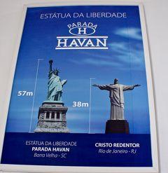 ブラジルでは、時々、大きな「自由の女神(HAVAN)」が、高速道路や道端に佇んでいるのを見る事がある......それって、なに〜よぉ?(カンボリウ/サンタカタリーナ州/ブラジル)