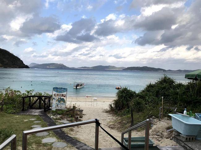 (いつもながら、5日間を1つの旅行記にしているので少し長いですが、自分が旅をしている気分を味わって頂けたら幸いです。)<br /><br />2011年にモルディブの海で、白い砂浜と珊瑚の間を泳ぐ熱帯魚にネイチャーショックを受け、それから毎年1度 シュノーケリング メインで沖縄離島に通ってます。<br />'12年 宮古島、'13年 座間味島、'14年 石垣・波照間・西表島(八重山)、&#39;15年宮古島、'16年 座間味島、'17年 宮古島・・・今年はどこへ行こう? 2回目の八重山? 南の方は珊瑚の白化によるダメージが激しいし。行ったことのない 久米島?シュノーケリングができるのは、はての浜だけかぁ…。<br />あれ? 座間味へ行くときに、素通りしているケラマ諸島を代表する島が あるじゃん!<br />それが今回訪れた「渡嘉敷」