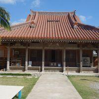 石垣島市街中心部の観光は宮良殿内。これ,読めますか。