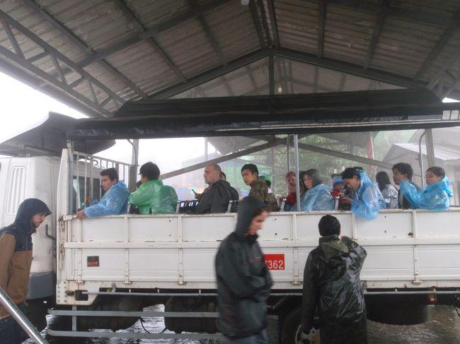 ★概要<br />2018年8月2日(木)~3日(金)<br /><br />チャイテーヨーからヤンゴンに戻る移動日だが、雨季の影響かバスが全然来なかった。<br />殆ど待っているだけの1日だが妙に疲れた。<br /><br />★全体概要<br />2010年にインドネシアのボロブドゥール遺跡へ行った際に「世界3大仏教遺跡」を知った。<br />カンボジアのアンコールワット、インドネシアのボロブドゥール、そしてミャンマーのバガン。<br />その頃から「いつか行きたい場所」としてリストアップされていた。<br />近年の民主化や経済自由化により急速に発展し、「アジア最後のフロンティア」と呼ばれることもあるというミャンマー。<br />平成最後になりそうな旅に相応しい国かもしれない。<br /><br />本文中の金額は旅行当時の両替レート。