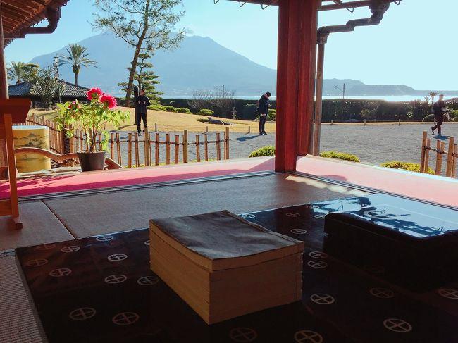 九州旅行3日目の朝は、鹿児島で迎えました。 鹿児島県は、日本国内で今まで数少ない未踏の地でしたが、こうやって九州新幹線に乗って訪れることが出来て嬉しい! 夢も一気に2つ叶いました!<br /><br />鹿児島市内の観光は取りあえず翌日に回すことにし、この日は朝からレンタカーを借りてドライブ♪ <br /><br />2018年の大河ドラマ「西郷どん」を結構毎週楽しみに観ていたので、「西郷どん」ゆかりの地を巡るのも楽しみに計画していました。 <br /><br />朝一で訪れたのは、実際にドラマの撮影にも使われた仙巌園! ドラマの中での島津斉彬がとにかくかっこ良く描かれていて、島津斉彬のゆかりの地と言うよりも、渡辺謙さんを想像しながらの訪問でしたが(笑)。 <br /><br />レンタカーは、6時間後に指宿駅前の店舗に乗り捨てするプランで、指宿駅からはずっと乗ってみたいと思ってた観光列車にも乗ることが出来て大満足! 今回の旅は本当に毎日、船、列車、レンタカー…と乗り物旅としても充実してたなぁと実感します。