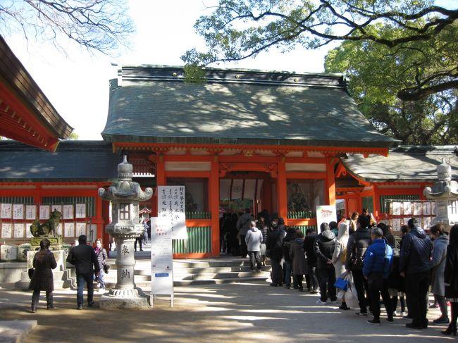 新年、明けましておめでとうございます。<br /><br />2019年の正月二日目、晴天でしたので福岡市内の中心部に近い神社を三社参りしました。<br /><br />旅とはいえないちょっとした旅行記ですので、さらっと見ていただければ幸いです。<br />