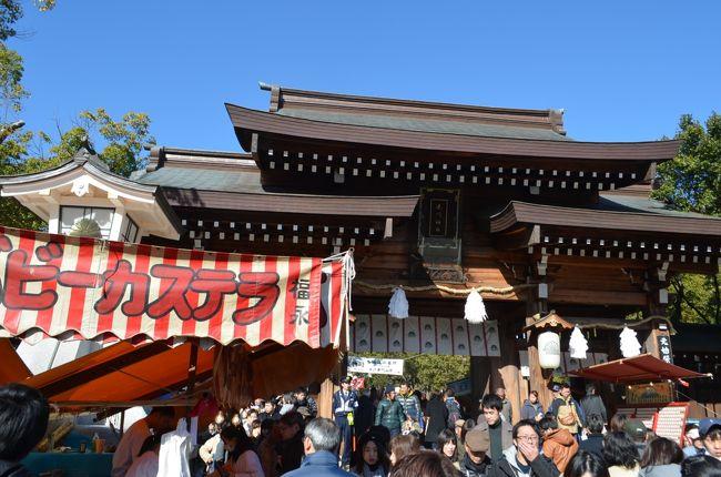 楠木正成公をお祀りしている港川神社ですが、地元での通称は「楠公さん」です。普段は境内が広く感じられますが、初詣の時期は屋台が所狭しと並んで、初詣の人が詰め掛けていました。楠公さんを賞賛した水戸黄門さんの銅像も建っています。ここから歩いて十分ほどの新開地は、かつては三宮やりも賑やかな街でしたが、去年に落語の定席である喜楽館ができました。