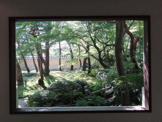 """父の運転する車で、島根県の宍道湖温泉に行って来ました。<br />行きは安来の道の駅で出雲そばを食べ、出雲大社に寄りました。<br />宍道湖の見える温泉宿・すいてんかくで1泊し、帰りは足立美術館を見学し、境港でお昼を食べました。<br />たった1泊2日でしたが、充実した楽しい旅行になりました。<br />特に足立美術館の魯山人の展示には感銘を受けました。<br /><br />8月25日 勝央・安来・出雲大社 """"しんじ湖温泉 夕景湖畔すいてんかく""""宿泊<br />8月26日 足立美術館・境港・お菓子の壽城  帰宅"""