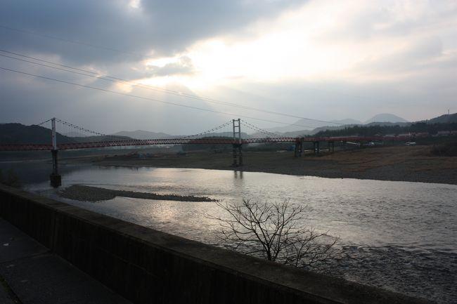 2018年の冬休み、島根と山口に行ってきました。<br />旅の目的は、<br />①久しぶりに東京駅から出雲市駅まで寝台特急「サンライズ出雲」を乗り通す。<br />②島根、山口の「男はつらいよ」のロケ地に行く。<br />③山口県の鉄道の未乗区間を乗る。<br />④角島大橋、青海大橋を渡る。<br />です。<br />年末の一人旅は11年振りでした。<br />その5は、益田散策と山陰本線益田~長門市間乗車編です。<br /><br />その1 出発と寝台特急「サンライズ出雲」乗車編https://4travel.jp/travelogue/11437298<br />その2 山陰本線出雲市~温泉津間乗車編https://4travel.jp/travelogue/11437786<br />その3 温泉津温泉散策編https://4travel.jp/travelogue/11438267<br />その4 山陰本線温泉津~益田間乗車と江津散策編https://4travel.jp/travelogue/11439756
