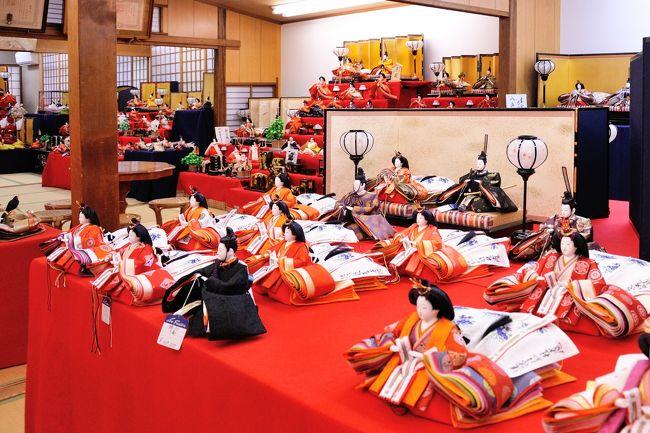 2019年 年も明け 今年も孫にまごまごです。<br />初節句を迎える孫へのお雛様を探しに、京都にやってきました。<br /><br />せっかく京都にやってきたのに、観光地どっ・こ・にも行きません。<br />ただ ただ お雛様を探しての3時間程の京都滞在です。<br />御所の西  町屋がならぶ一画にそのお店は有りました。<br /><br />孫の健やかなる成長と幸多き未来を願い<br /><br />お雛様選びに夢中になり、遅めのランチは京都府庁近くの<br />進々堂でいただきました。<br /><br />カウンター席で、コーヒーカップ片手に本のページをめくるご婦人<br />なんか いい感じ 京都は喫茶文化の街。その一片を垣間見た気分<br /><br />観光客らしき方もいない 日常の京の町の街歩き<br />こんな街歩きも素敵です。