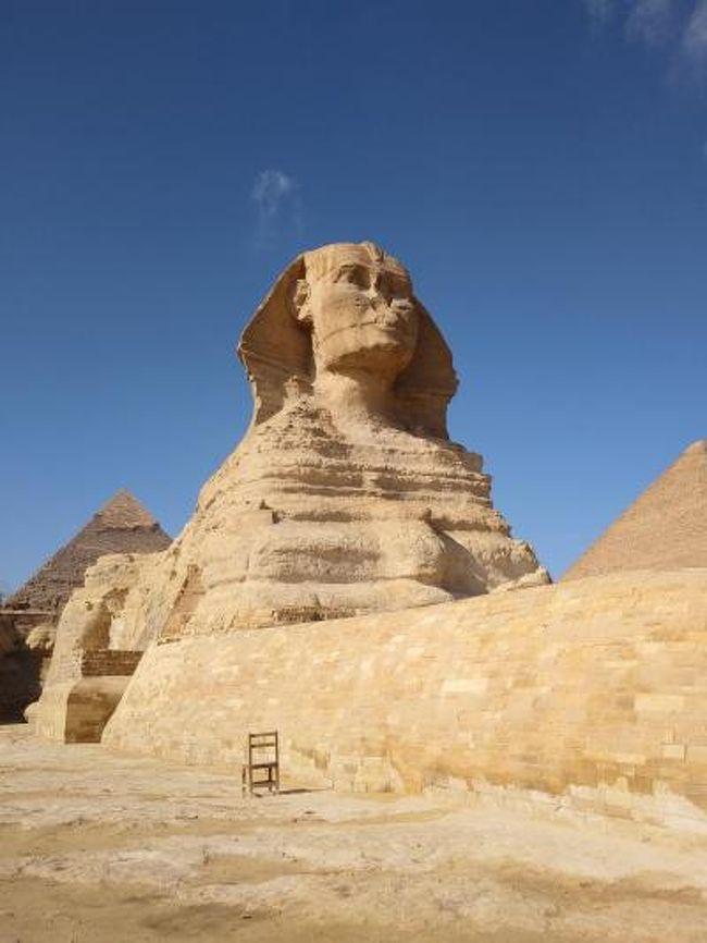 長年、私の行きたい場所リスト№1に君臨していたエジプトに、ついに行ってきました!<br />いつもは一人旅のあずきんですが、今回は旅友の希望もありツアーに参加です。旅友がいるって心強いね。<br />今回の旅日記は、旅の内容よりも準備や持ち物、服装の事などを主に綴りたいと思います。これからエジプト旅行を考えていらっしゃる方へ少しでも参考になれば幸いです。<br />次は考古学博物館が移転したら、新考古学博物館三昧の一人旅したいと思います!!<br />