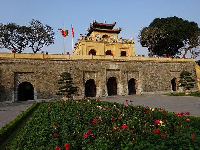 今年最初の海外は東南アジアです。<br />LCCのジェットスターで関空からハノイ(ベトナム)に飛びます。<br />近いですね~~~5時間ちょっとで着いてしまいました。<br />さっそくハノイの街歩きです。<br />ホテルから世界遺産「ハノイー昇龍(タン・ロン)皇城遺跡の中心地」はすぐそこです。<br /><br />1万ベトナムドン≒\50<br /><br />参考:地球の歩き方<br />   世界遺産アカデミー