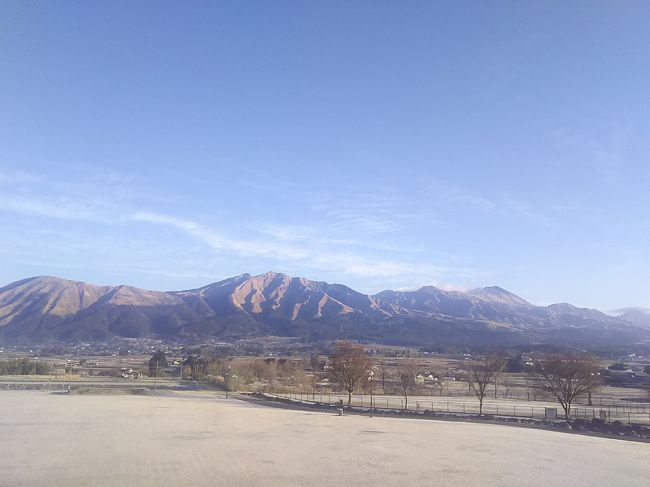 静岡県から宮崎県までの長旅ですが、時間はたっぷりあったので、寄り道をしながら車でしたみちを走っていきました。<br /><br />阿蘇山のふもとの道の駅「あそ望の郷くぎの」で車中泊をし、1日阿蘇の風景を楽しみ、ここからは高速を使って宮崎県のダンナの実家へ。<br /><br /><br />計画もほとんど立てていなくて、ひたすら国道を走っていこうという行き当たりばったりな旅です。どこまで走ってどこで寝るかも、その時その時で決めました。<br /><br />12/31 静岡→兵庫<br />1/1 兵庫→山口<br />1/2 山口→熊本<br />1/3 熊本→宮崎<br />1/4 宮崎(&鹿児島)<br />1/5 宮崎→大分<br />1/6 大分→静岡