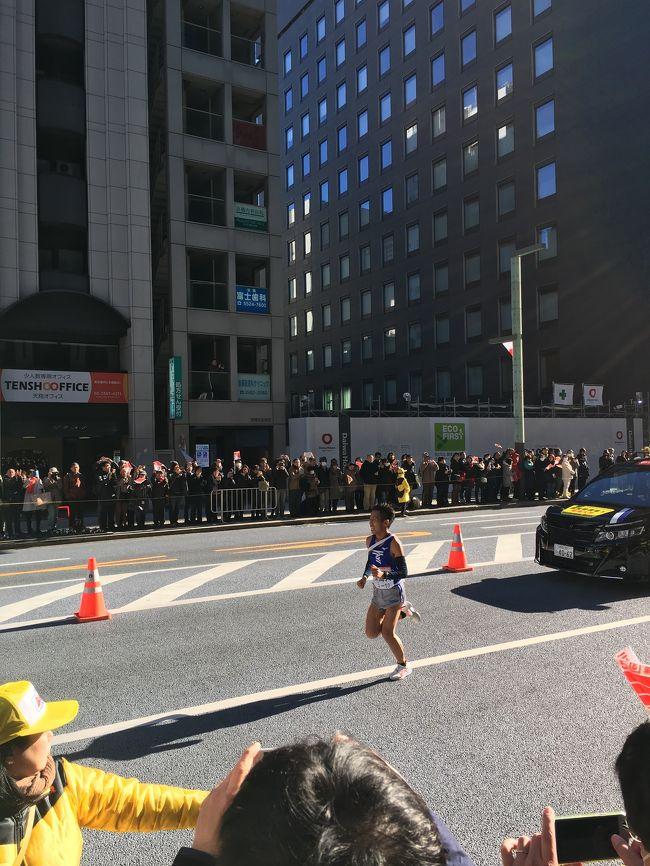 偶然、箱根駅伝のゴール間際に出会えました!<br />優勝は 東海大。おしくも青山学院は 2位!<br />ランナーは 時速23キロ以上で1時間以上も走るらしいです。<br /> 通常の人ならダッシュのスピードです。<br />ありえない…!優勝万歳!