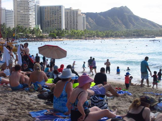 ハワイのクリスマスに80歳過ぎの爺様と孫の二人でお出かけ。<br />3泊5日の短い旅行でした。<br />普段より賑やかなホノルル滞在でした。<br />レアレアトロリーに乗って観光やショッピングを楽しみました。