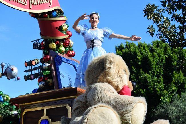 ディズニーランド、クリスマスパレードです!
