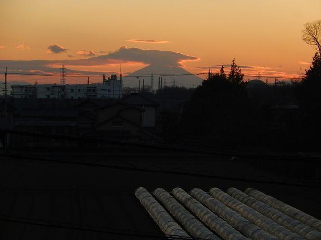 1月10日、午後4時半頃にふじみ野市より雲がかかった影富士が見られました。<br /><br /><br />*写真は雲がかかった影富士<br />