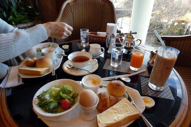 パノラマ台からの朝の富士山の写真を撮ると、冷え切った体を朝風呂で温めます。<br /><br />風呂で温まって人心地つけると、ルーティーンワークのブログアップを済ませて、朝食を食べようとラウンジ ドルチェを訪ねます。<br />