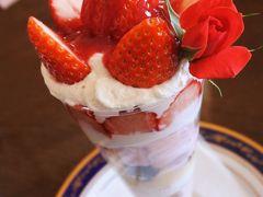苺&ショコラパフェ食べにリーガロイヤル